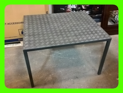 PRESENTOIR TABLE STRIEE ALUMINIUM  ET METAL